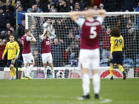 Jay Rodriguez almost snatches late winner for Burnley