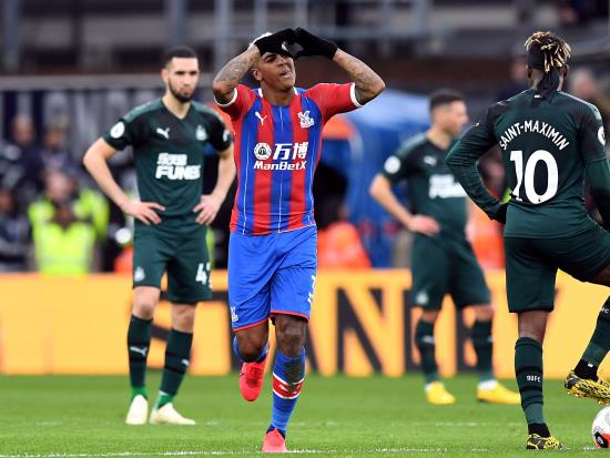 Van Aanholt hands Crystal Palace first win of the year