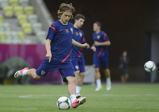 Modric on the verge of Spain move as Madrid lead race for Spurs star