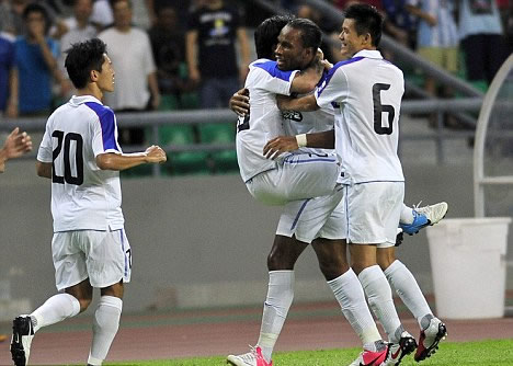 Drogba makes impressive debut from bench to help Shenhua salvage point