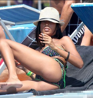 Alessandro Matri's girlfriend goes to the seaside for a holiday