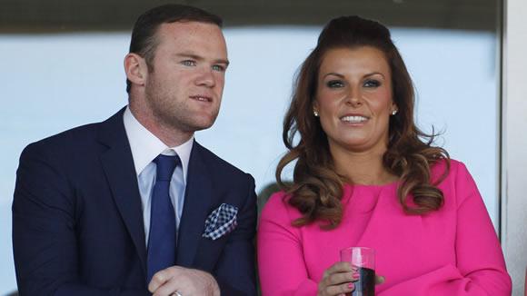 Sau trận thua Southampton Rooney nhận quà