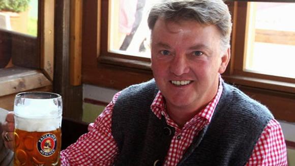 Van Gaal sẽ được du lịch chùa nếu bị sa thải