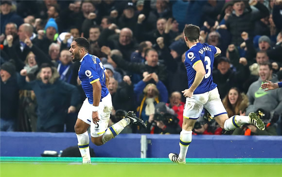 Everton 2 - 1 Arsenal: Ashley Williams lifts Everton with late winner as Arsenal slump at Goodison Park