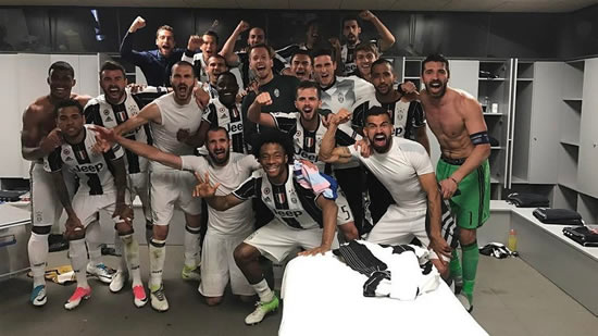 Juventus stars take jubilant photo in Camp Nou dressing room