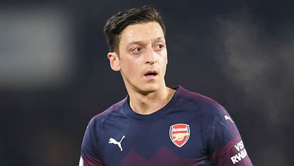 Mesut Ozil's agent fires message to Unai Emery amid exit claims
