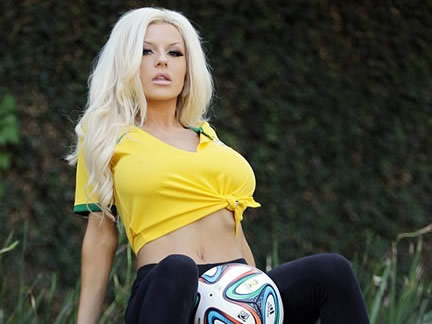 Courtney Stodden gives a strong support to Brazil