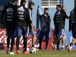 Argentina train for the first time since the squad was announced