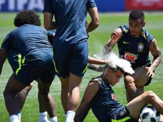Coutinho celebrated his birthday in a training session