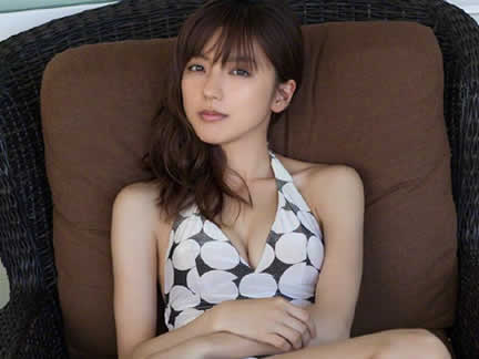 Check the hot pics of Gaku Shibasaki's fiancee